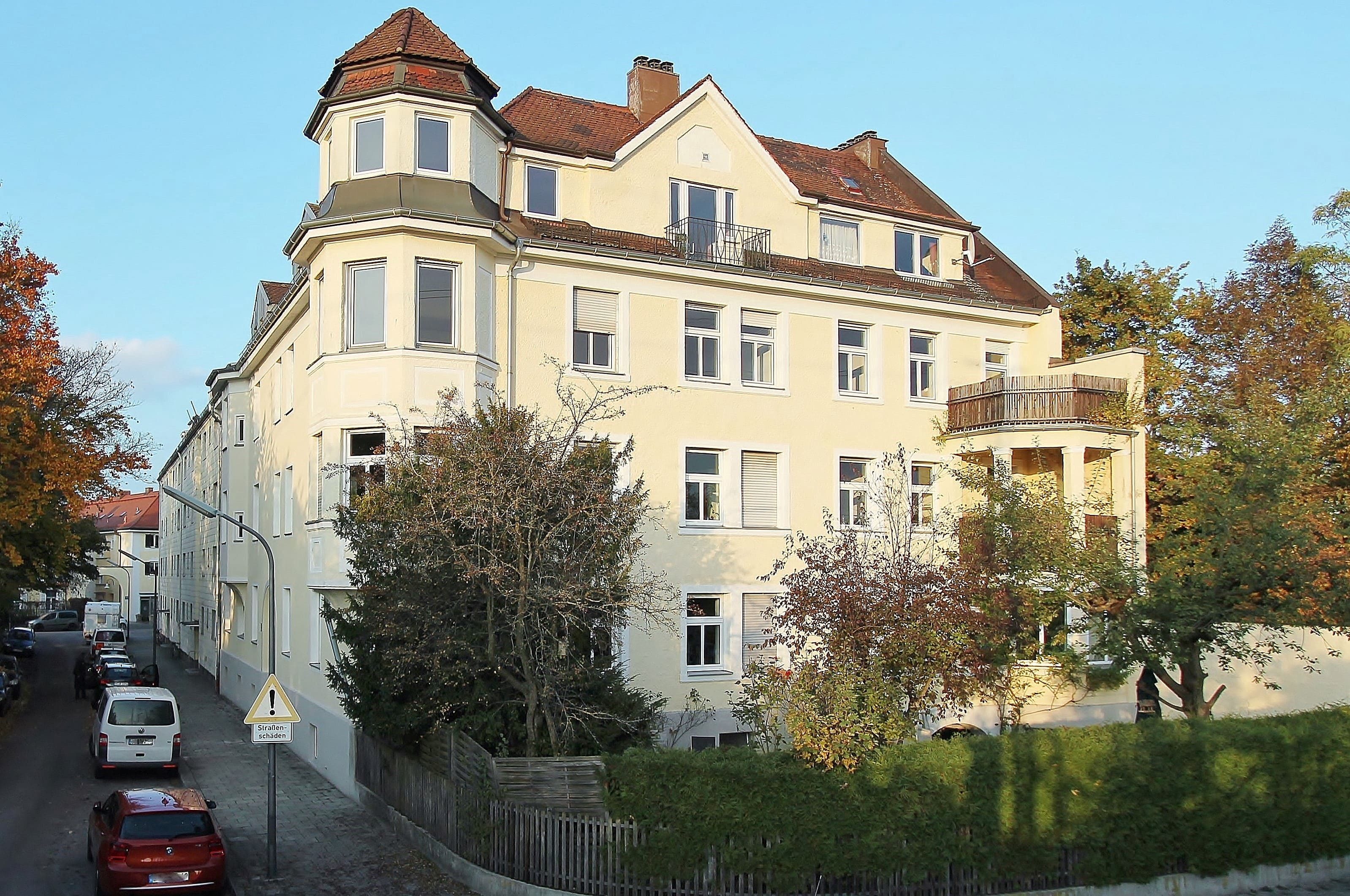 00_GeorgDeschlerPlatz1_Haus_Aussen (1)
